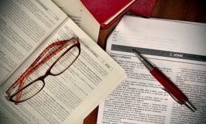 Libri e codici di diritto per avvocato